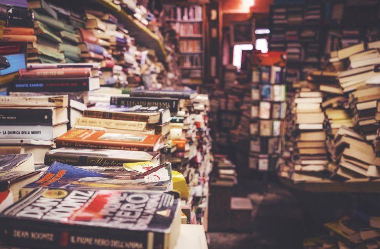 Suntem obsedați să scriem doar despre cărțile noi