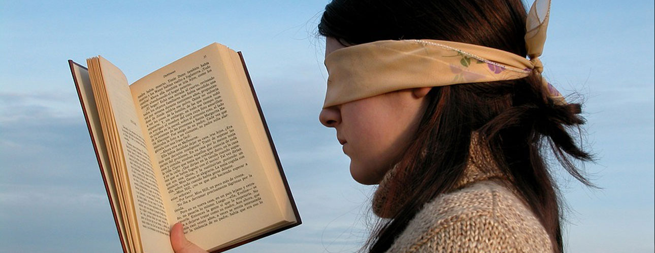 Citit legat la ochi
